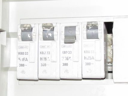 fuse box tripped because of high initial current drain